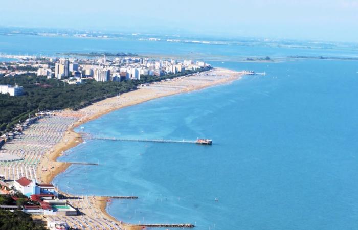Vista della spiaggia da Lignano Riviera a Lignano Sabbiadoro